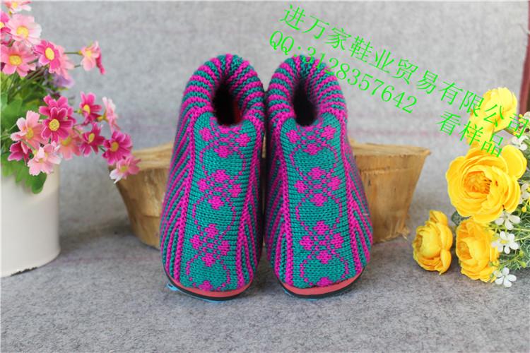 瑞昌市进万家鞋业贸易有限公司是一家集鞋类研发、生产、销售为一体的大型工贸企业,公司座落于江西省瑞昌市工业北园,依托长江码头运输优势及传承数百年的手工制鞋工艺、结合现代化的生产设备。让瑞昌的棉鞋得到了市场的认可,产品远销全国各地。 公司始终坚持诚信为本,质量取胜的经营理念,不断引进高级管理人才与技术骨干,建立健全现代化企业管理制度,不段的研发新的材料、产品。目前公司生产销售的品种有:家居棉鞋、家居拖鞋、休闲鞋、棉拖鞋、雪地靴、情侣系列,亲子系列、嫁鞋系列、乔迁新居系列等等。 让瑞昌棉鞋走进万家,让万家代言