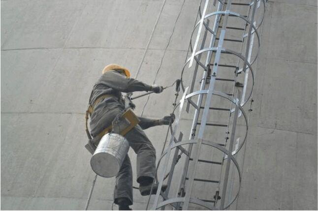 浙江烟囱爬梯平台护网除锈防腐公司图片