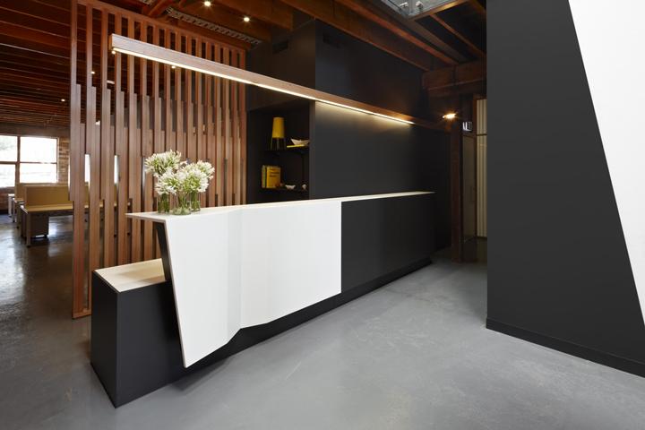 郑州英皇装饰——办公室装修装饰设计前台吧台设计效果图图片