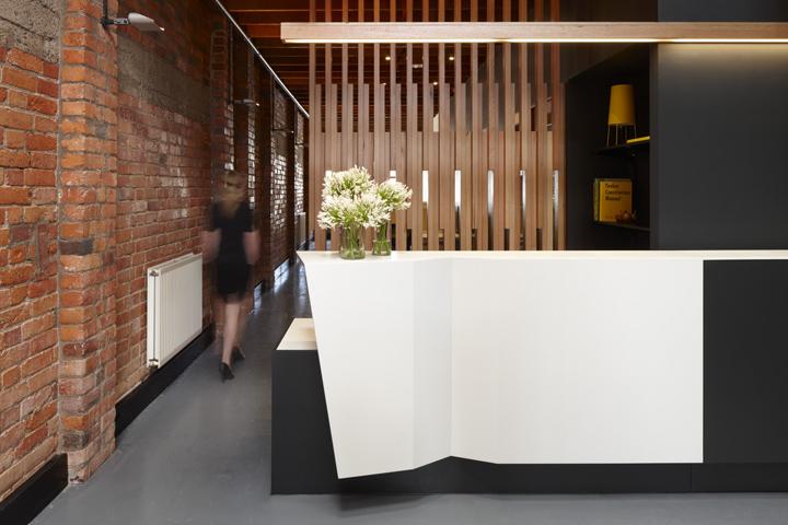 郑州英皇装饰——办公室装修设计前台吧台设计效果图