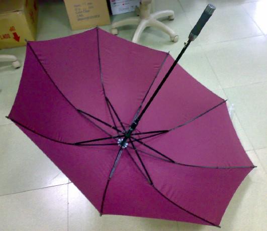 大岭山广告礼品伞订做雨伞制作厂家雨伞厂家直销 大岭山广告礼品伞订做雨伞制作厂家雨伞厂家直销 我厂生产的广告伞,制作工艺精巧,产品规格齐全,产品畅销国内外。我们可按照客户的要求,设计定做各类太阳伞、广告伞、礼品伞。特别提示:我厂还可以在广告伞上印刷各种精美的广告设计图片人物照片,清晰度高,广告伞定制加强了广告伞的图片宣传效果,提升视觉冲击力。 广告伞定制广告伞订制可以把您的LOGO,图案印制到伞面上,可印双面.