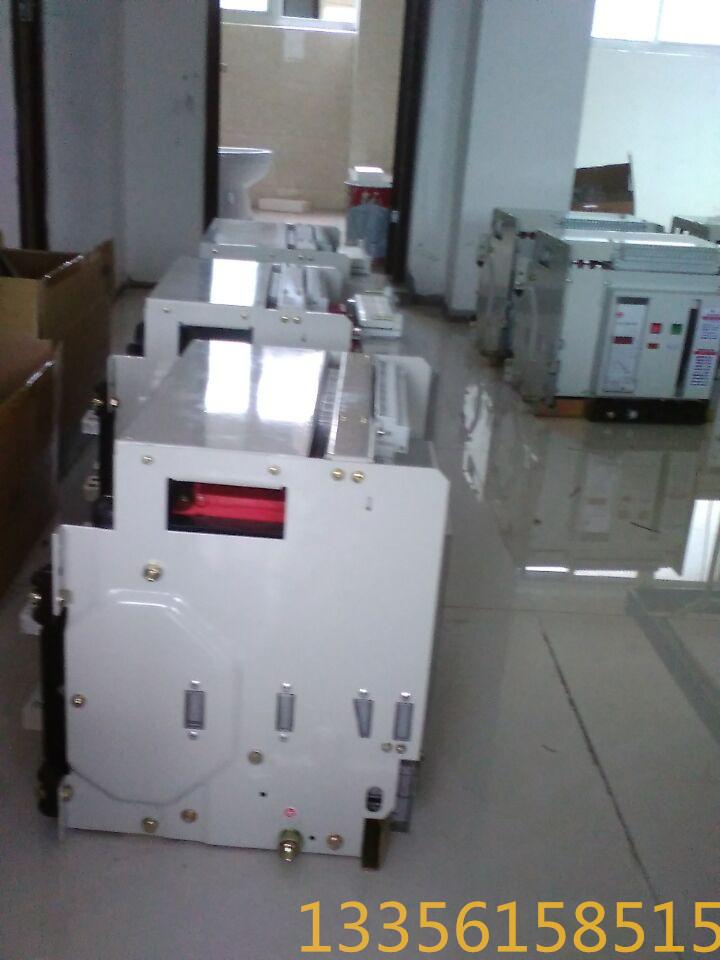 低压断路器     断路器具有隔离功能