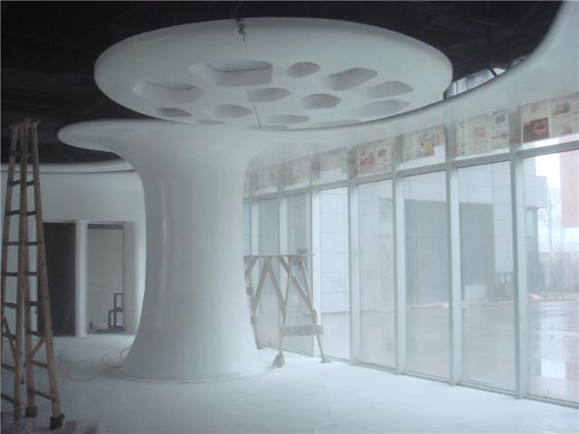 河南新石器雕塑艺术有限公司景观雕塑GRC构件GRC线条GRC装饰幕墙GRG构件GRG造型人造 铸石 联 系 人:祝经理 联系电话:0374-6026026 联系手机:13598980128 网址:www.1616ds.com GRG是预铸式玻璃纤维加强石膏板,它是一种特殊改良纤维石膏装饰材料,造型的随意性使其成为要求个性化的建筑师的首选,它独特的材料构成方式足以抵御外部环境造成的破损、变形和开裂。 GRG性能: 选形丰富任意采用预铸式加工工艺的GRG产品可以定制单曲面、双曲面、三维覆面各