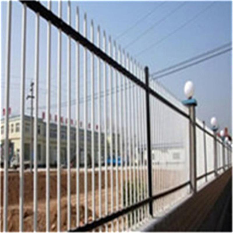 横杆40*40配竖杆19*25    公司介绍 创优护栏 品质为先----河北安平创优公司座落于世界最大的金属丝网产业基地河北省安平县,是一家专业生产锌钢护栏、铁艺栅栏、PVC塑钢护栏、欧式栅栏、市政道路护栏的企业。 公司拥有先进的生产设备,高标准的表面处理技术,以及严格的质量管理。我们坚持以创造优质产品为理念,坚持以产品品质为先,始终执着于产品创新,努力开拓国内外市场。产品广泛应用于工业园区围墙防护,市政道路安全隔离,城市绿化工程等多方面领域,并与多家大中型建筑单位和部门建立了长期固定合作关系。 我们