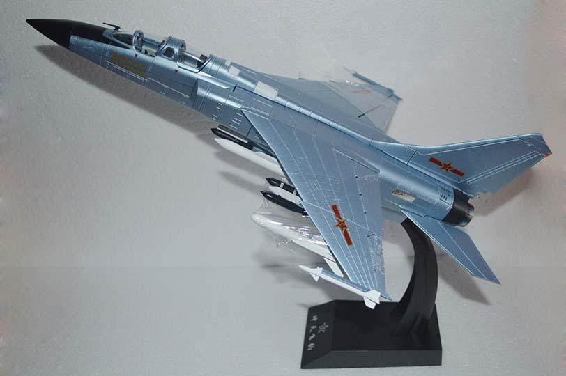 批售飞豹战斗机模型 飞豹飞机模型定制 搜找济南航宇模型公司 济南航宇模型有限公司定制、批发:仿真战斗机模型、军事模型。 飞豹战斗模型比例:1:48 飞豹飞机模型材质:合金 飞豹飞机模型规格:L450X330X330mm 一箱:4架 该模型模具制精密,各零部件完美配合,缝隙均匀;表面效果十分逼真,飞机质感强烈;重心准确,可以真接将飞机从支架上取出,落地摆放十分平稳。实乃国内军事模型市场上的典范之作,是馈赠和收藏的上佳之选! 严格按实物1:48的比例制做,产品零件数件数多达233件,机身整体采用合金压铸,表面
