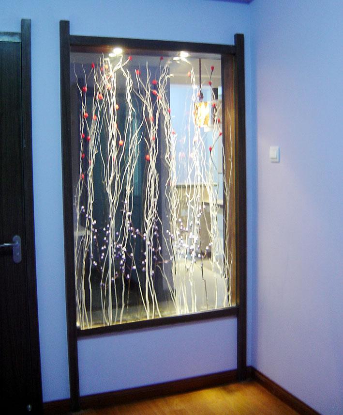 用这种玻璃的窗户可将自然光线分解成光谱组合色,并将光线射向天花板