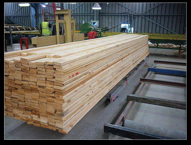 榉木广州黄埔港进口报关代理公司 榉木广州黄埔港进口报关代理公司 随着国内市场木材价格的不断变化,木材进口运输至国内的港口时,木材价格将会影响,进行报关审价时更会收到一连串的麻烦。如何在国内市场价格波动下,以更低的成本,更快的速度,更安全的进行清关。华捷通根据11年的报关经验,12000的木材案例经验,3分钟给你更优质的方案。 木材一般贸易进口流程详解: 首先是接单: 接到单证后,要检查单证是否齐全与准确,单证:植检证,chandi证,提单,码单 其次是货发目的港换单 接到客户的quan套单据后,要查清该进