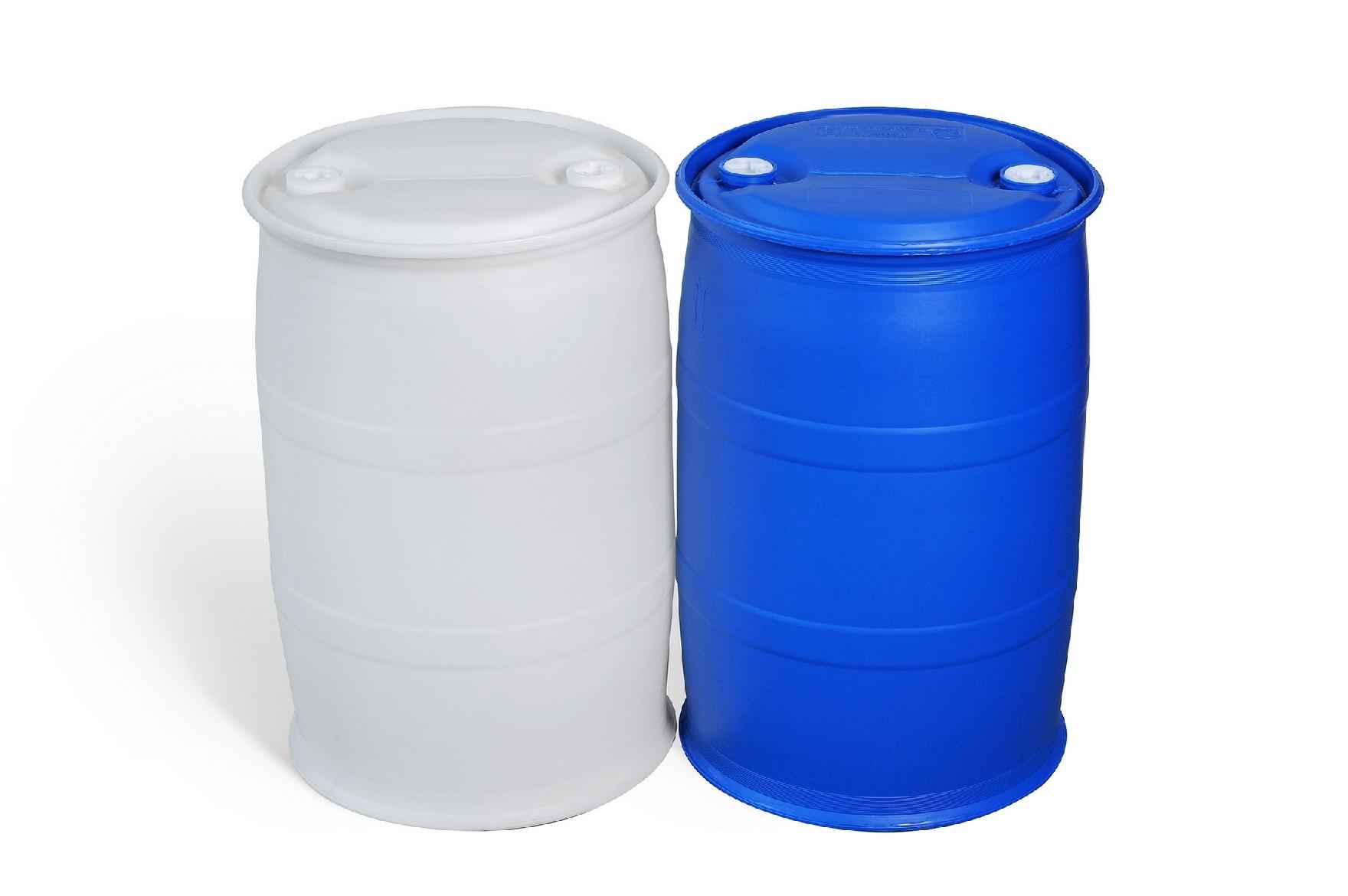 200L塑料桶厂家 200升塑料桶厂家 200KG塑料桶厂家 200L塑料桶G1款式 1、产品特点 A、桶型美观,根据力学原理设计,独特的桶型结构使产品具有更高的抗跌落性能,强度明显优于其他结构款式的200升塑料桶。 B、桶口采用下密封生产工艺,密封性优于国内普遍的上密封生产工艺,密封性能更好。 C、凸桶面结构设计,在暴雨季节桶面不会积水,可有效防止雨水从桶口位置渗进桶内污染您的液态产品。 D、双L环的桶型结构使塑料桶在运输过程中滚动、装运更加方便,在热灌装的时候可有效的防止桶底部侧面凹陷。 2、原材料使