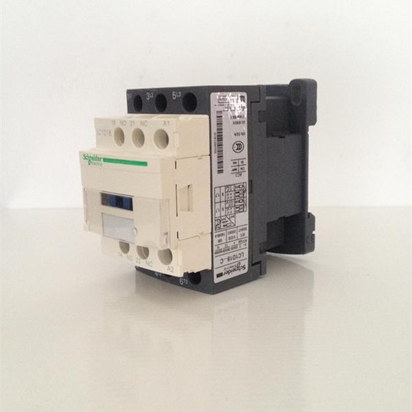 安全可靠 1、控制与保护元件的主回路,控制回路区分明显 2、符合安全标准的镜像触点设计,确保一亿次可靠动作 3、保护罩防止接触器意外接通 4、断路器、热继电器拔盘可挂锁面盖、防止意外改动。 品质卓越 1、直流线圈具有宽范围控制电压(0.7-1.25uc) 2、抗震性强 3、更低噪音 4、接线端子强度提高 安装方式 LC1D09至D38:夹持安装在35mm的U型导轨AM1DP或螺钉固定。 LC1D40A至65A:夹持安装在35mm的U型导轨AM1DP或螺钉固定。 LC1D40至95:夹持安装在35mm或7
