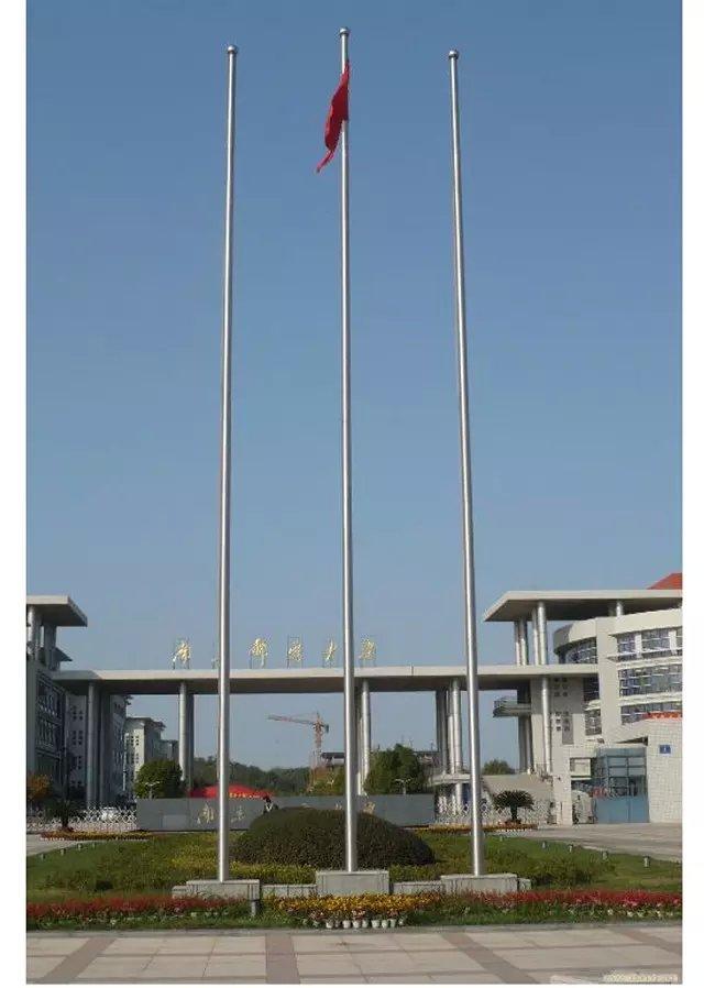 泰安不锈钢旗杆厂家国旗与其他旗帜排列顺序的方法