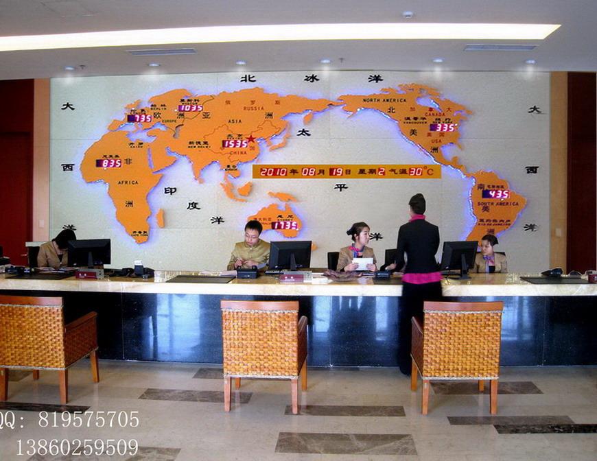 嘉谷关酒店吧台背景墙装饰 电子地图钟 世界地图钟