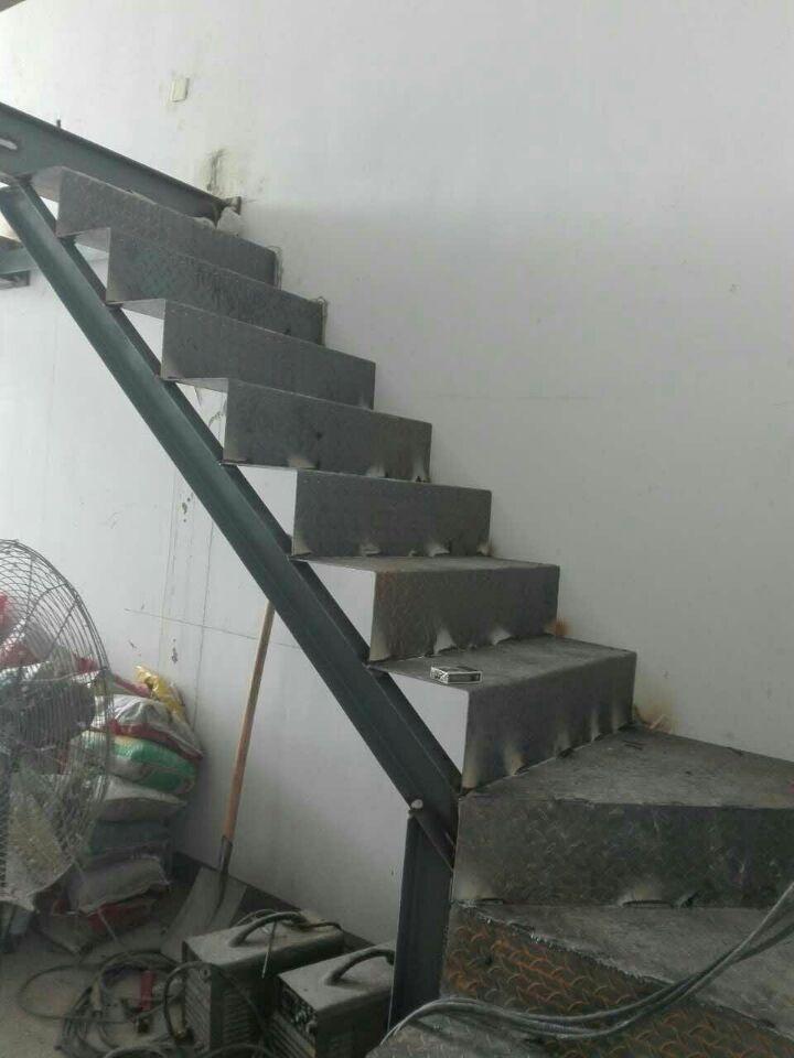 朝阳天鹅湾专业钢结构楼梯设计制作
