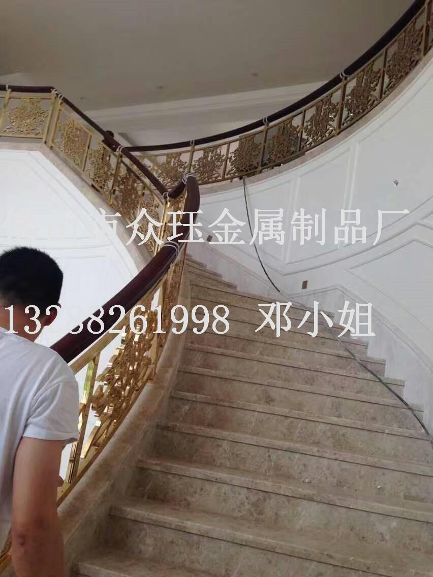 欧式铝雕花k金护栏报价 会所高档弧形楼梯护栏效果 铝艺楼梯扶手铝艺