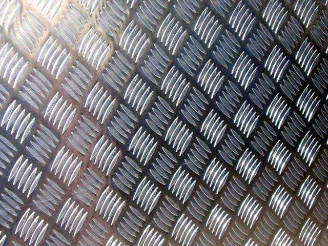 石龙供应花纹铝板生产厂家