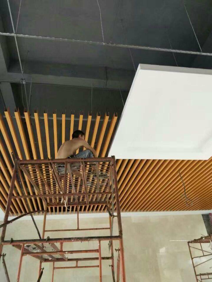 木纹铝方通天花吊顶,广东铝方通厂家供应