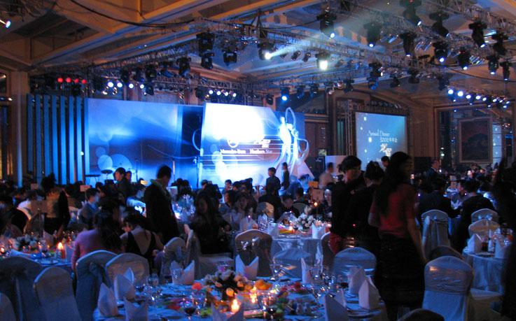 上海年会晚宴活动策划 上海年会晚宴活动策划 上海大型晚宴策划 上海年会晚宴策划布置 上海答谢晚宴活动策划 上海精觉文化传播有限公司是一家从事各种类型的年会晚宴活动策划供应商,我们每年为不同的客户提供不同的活动策划方案,现场搭建及活动执行等,我们拥有自己的搭建执行团队,优秀的灯光音响师以及现场对接执行人员,为客户举办过的庆典晚宴活动近千场,并得到了广大客户的一致好评。 联系人:罗先生,电话:13816276120,业务QQ:2880060222 我们专业承接:开业庆典、揭牌揭幕、启动仪式、封顶仪式、开盘仪式