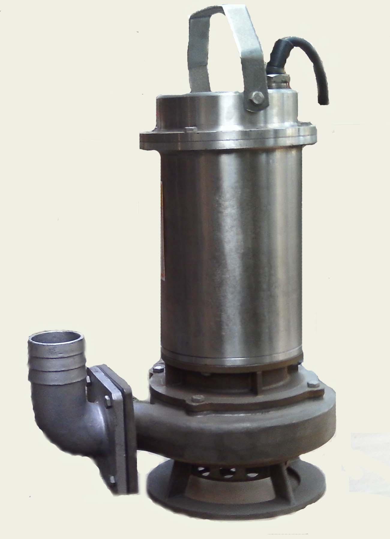 胶泵中使用橡胶护套,金属叶轮,既可以达到金属泵的高压高效,又可以充分发挥橡胶材质的抗腐蚀性。在处理城市污水时,一般都会在污水处理池前,都会加一个过滤网,将纤维缠绕物等拦在泵的吸入口之前,使得不能进入泵腔,从而使得泵能够更好的工作,寿命更长。