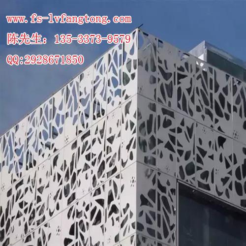 雕刻铝单板因造型美观大方,唯美的视觉冲击效果好,被广泛地用在建筑