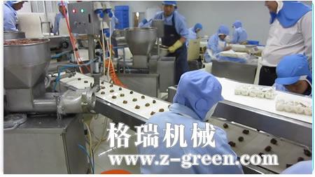 包制案台,纵,横切皮机构和输送带(双层)组成的生产线,已在多个生产