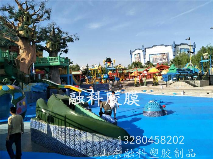 青岛方特游乐园使用山东融科泳池防水胶膜完美施工
