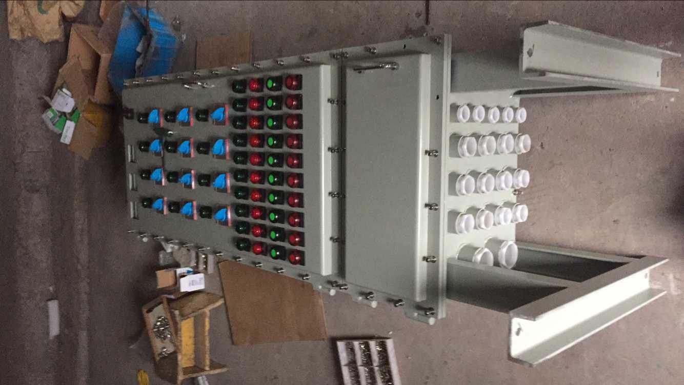 适用范围 1.本产品适用于化工、海上钻井平台、冶金、轻工、纺织、食品、生物工程、**航空工程以 及**等爆炸性气体或粉尘环境中,作为三相四线制(380V/220V)交流低压电器配电系统供电或对 检测仪表、分析仪表、监视器、微电脑触摸屏、大功率变频器等元件的监测和控制。 2.适用于1区、2区危险场所。 3.适用于IIA、IIB、IIC类,温度组别为T1-T4的爆炸性气体环境。 4.