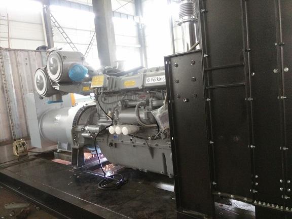 800kw帕金斯,馬拉鬆2台電廠並網靜音箱機組