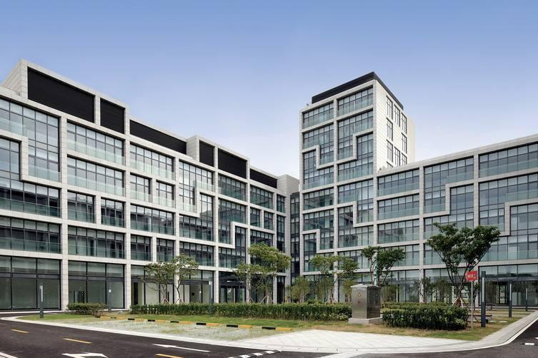 (1)办公楼热水工程设计系统控制技术智能化,实现了大程度地能量利用