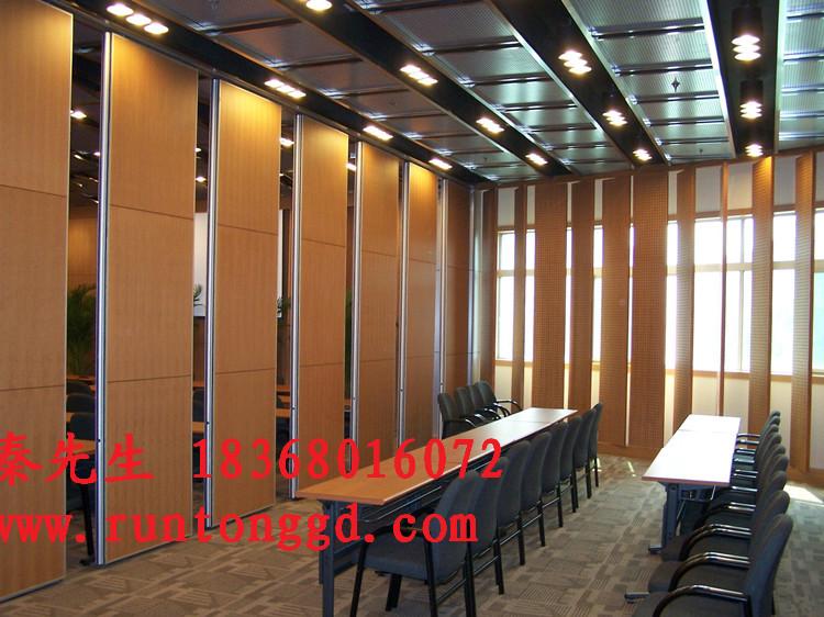 杭州润彤装饰材料有限公司是一家专业集隔断墙系统研发、销售、设计、安装的公司,自从业以来我们始终秉承客户至上,质量第一的宗旨;在隔断装修中我们不断寻求创新设计、不断追求产品质量和产品美观的完美结合,施工项目中屡出佳作,得到客户和同行们的一致认可;在以后的项目中我们定会更加用心、专注于隔断装修中的每个环节,为客户提供高质量、高品质的隔断产品。