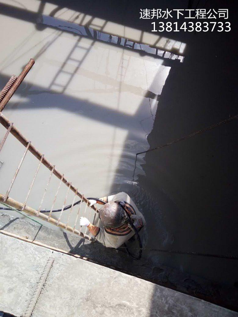 新闻*水下拆除钢管桩施工现场