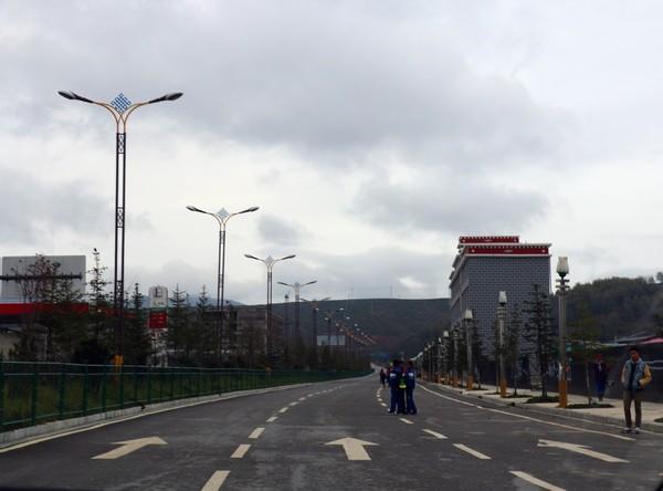 鄂爾多斯可傾式路燈生產廠家