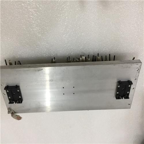 集成电路是选用半导体制作工艺,在一块较小的单晶硅片上制作上许多